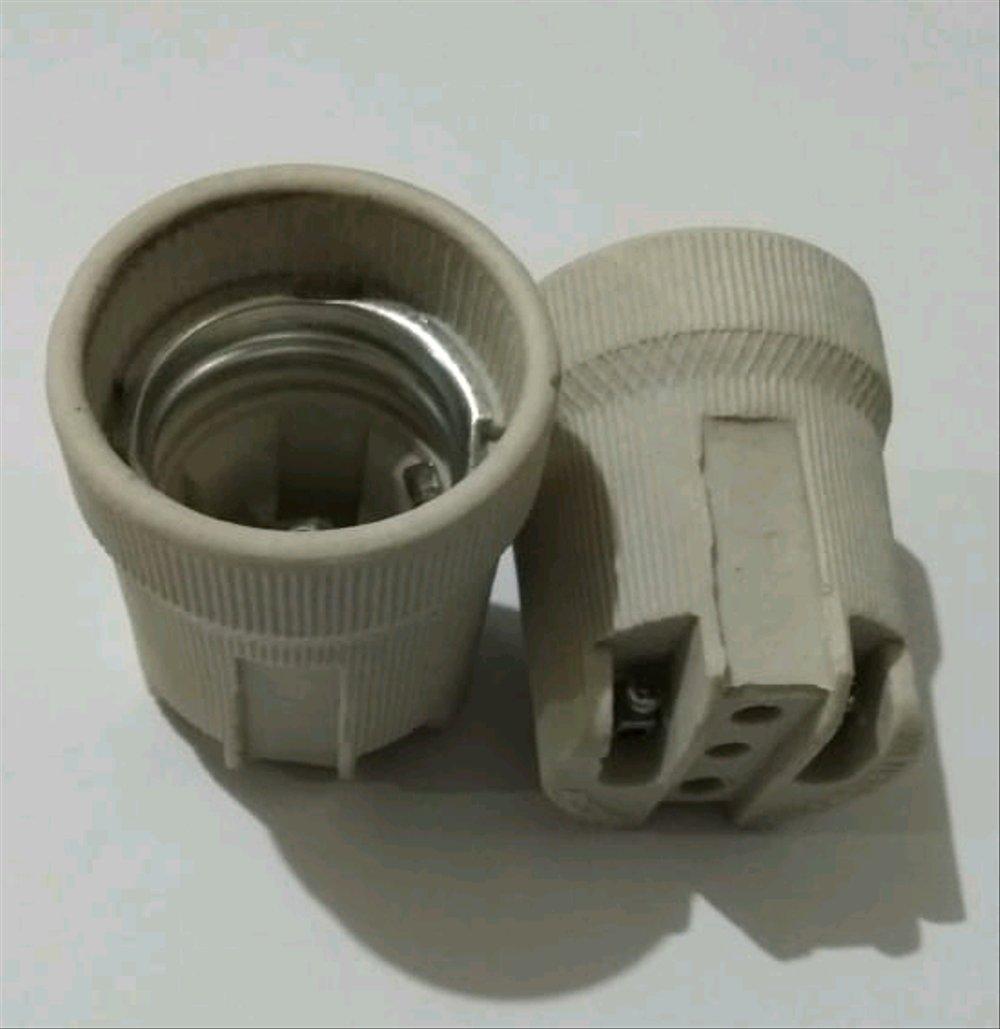 Fitting Lampu Keramik E27 Merk Broco